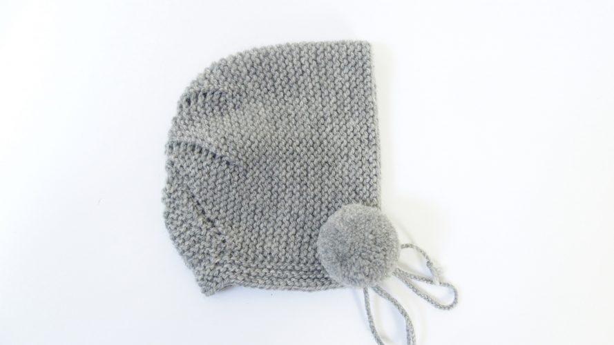 Capota redonda pompón lana fina